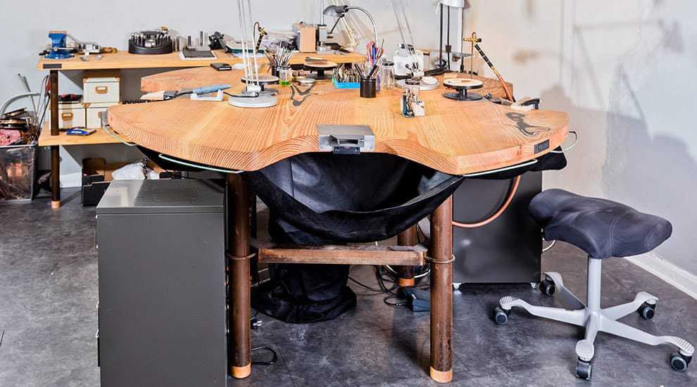 FrontpageSlide-jewelers-workbench